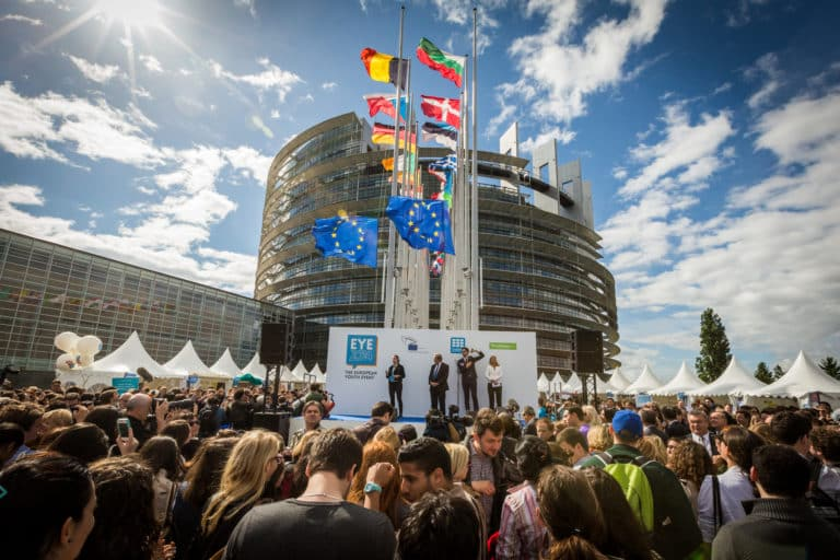 Parliaments and the EMU: a crossroads for Europe?