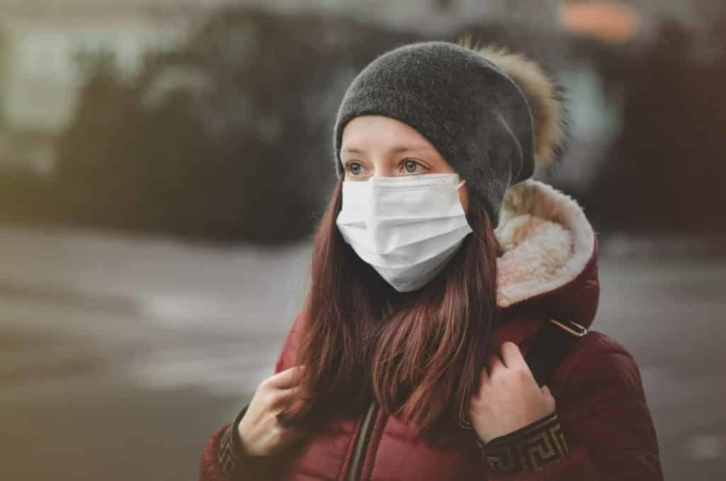 air quality woman with a mask