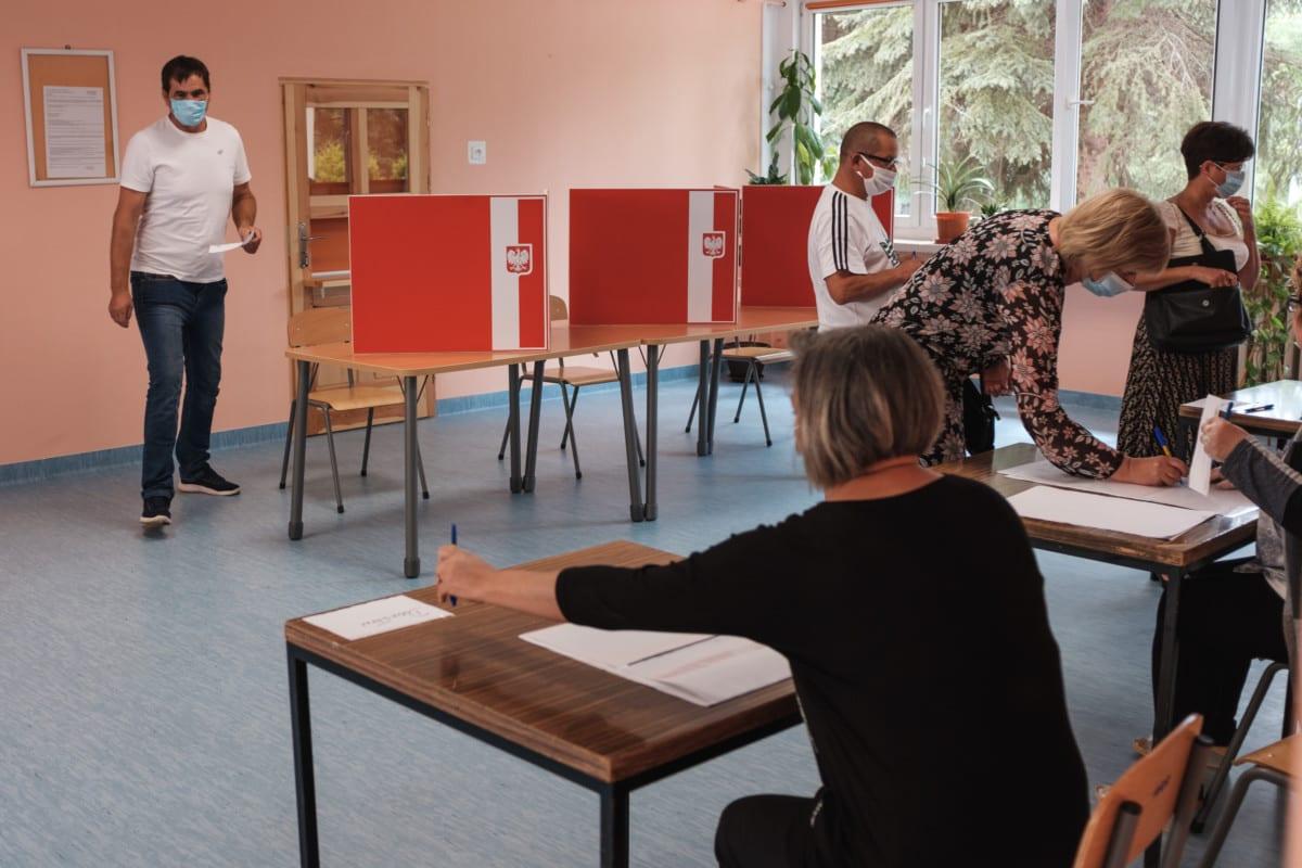 Polish choice between illiberalism and neoliberalism